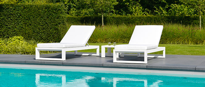2016-Borek-Aluminium-Vitoria-lounger-Panama-side-table Her Highness Vitoria
